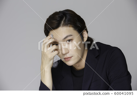 Close-up portrait of attractive young asian man, single man's lifestyle 364 60041095