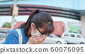 woman feel sick and cough 60076095