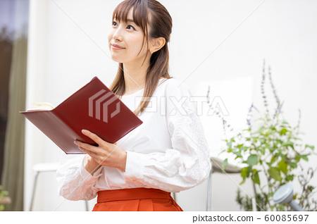 여성 라이프 스타일 독서 60085697