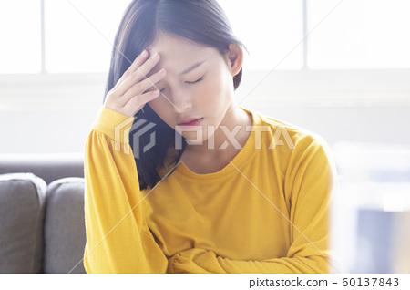 女性生活方式不健康 60137843