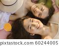 妇女旅行悠闲地休息 60244005