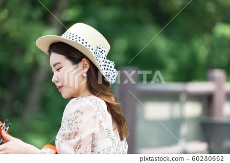 아름다운 대한민국 여성의 표정, 공원 산책 60280662