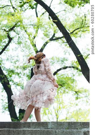 아름다운 대한민국 여성의 표정, 공원 산책 60280705