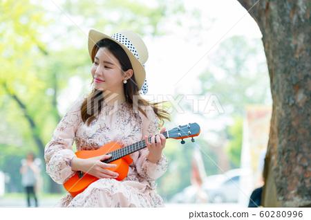 아름다운 대한민국 여성의 표정, 공원 산책 60280996