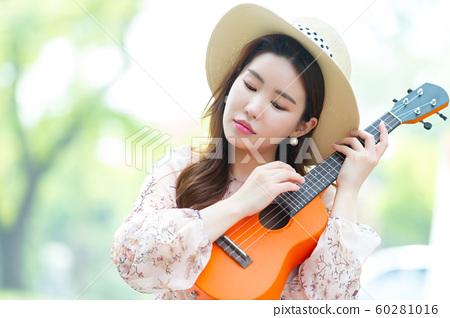 아름다운 대한민국 여성의 표정, 공원 산책 60281016