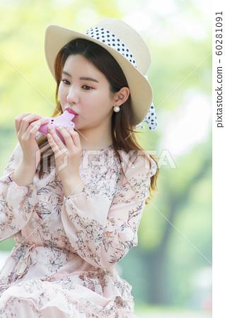 아름다운 대한민국 여성의 표정, 공원 산책 60281091