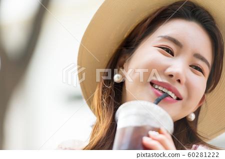 아름다운 대한민국 여성의 표정, 공원 산책 60281222