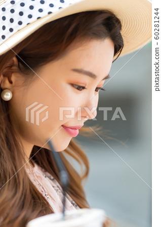 아름다운 대한민국 여성의 표정, 공원 산책 60281244