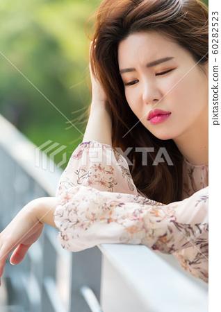 아름다운 대한민국 여성의 표정, 공원 산책 60282523