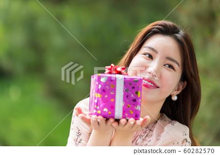 아름다운 대한민국 여성의 표정, 공원 산책 60282570