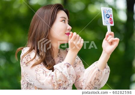 아름다운 대한민국 여성의 표정, 공원 산책 60282598
