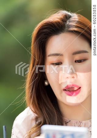 아름다운 대한민국 여성의 표정, 공원 산책 60283858