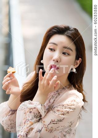 아름다운 대한민국 여성의 표정, 공원 산책 60283880