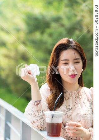 아름다운 대한민국 여성의 표정, 공원 산책 60283903