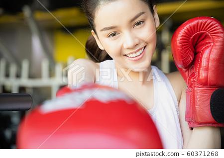 女子健身館拳擊 60371268