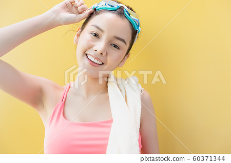 여성 스포츠 수영 60371344