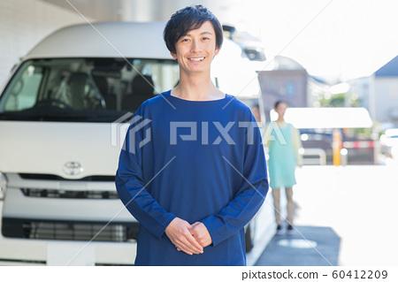 송영 남자 직원 60412209