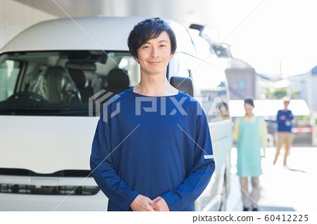 송영 남자 직원 60412225