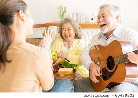 家庭生活音樂 60429902