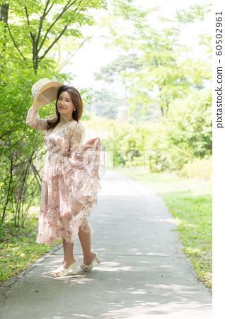 아름다운 대한민국 여성의 표정, 공원 산책 60502961
