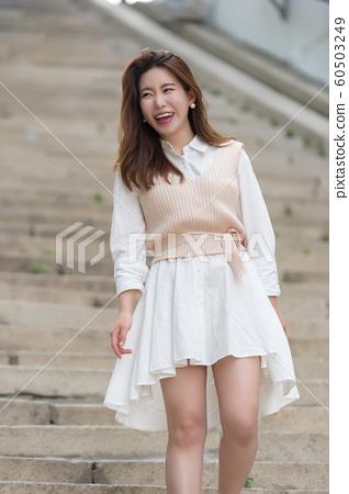 아름다운 대한민국 여성의 표정, 공원 산책 60503249