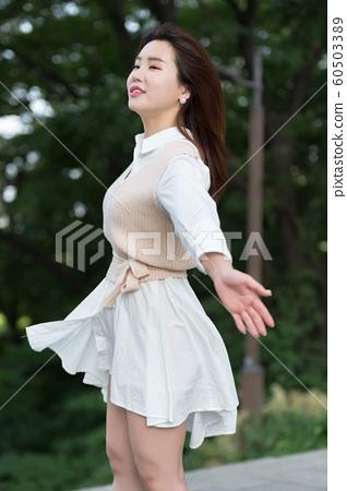 아름다운 대한민국 여성의 표정, 공원 산책 60503389