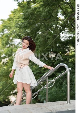 아름다운 대한민국 여성의 표정, 공원 산책 60503436