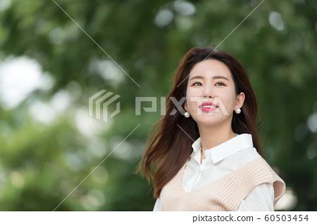 아름다운 대한민국 여성의 표정, 공원 산책 60503454