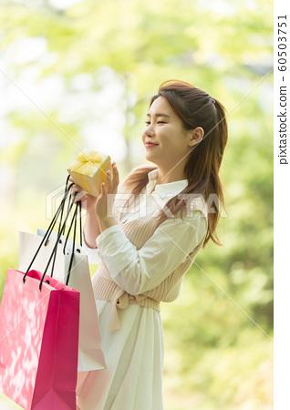 아름다운 대한민국 여성의 표정, 공원 산책 60503751
