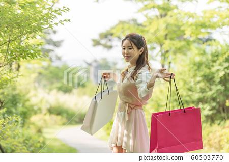아름다운 대한민국 여성의 표정, 공원 산책 60503770