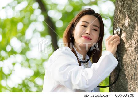 아름다운 대한민국 여성의 표정, 공원 산책 60503809