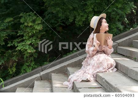 아름다운 대한민국 여성의 표정, 공원 산책 60504093