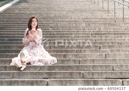 아름다운 대한민국 여성의 표정, 공원 산책 60504137