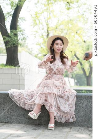 아름다운 대한민국 여성의 표정, 공원 산책 60504491