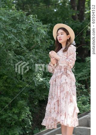 아름다운 대한민국 여성의 표정, 공원 산책 60504512