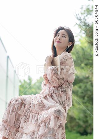 아름다운 대한민국 여성의 표정, 공원 산책 60504844