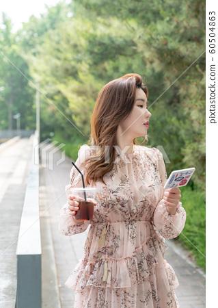 아름다운 대한민국 여성의 표정, 공원 산책 60504863