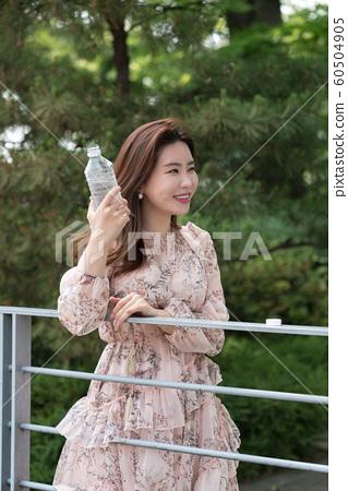 아름다운 대한민국 여성의 표정, 공원 산책 60504905