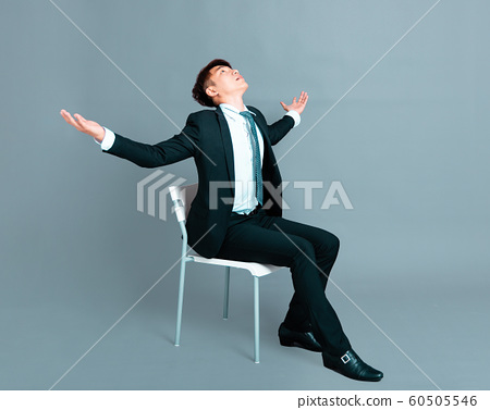 young business man sitting and looking up 60505546
