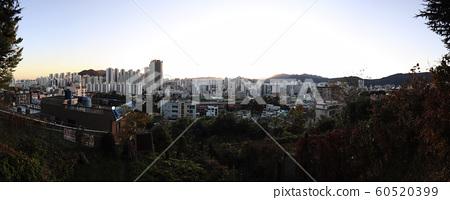 한국 어느 도시의 일상적인 해질녁 풍경 60520399