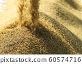 收割機倒下剛收割完的穀子 60574716