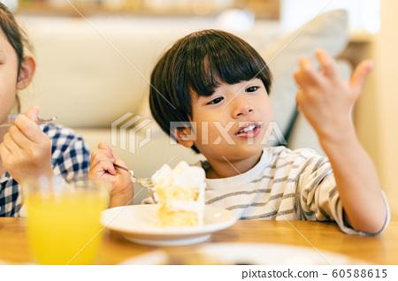 兒童桌蛋糕 60588615