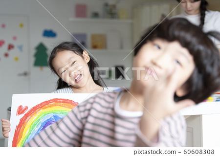 어린이 그림 그리기 60608308