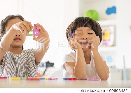 어린이 보육원 놀이 60608482