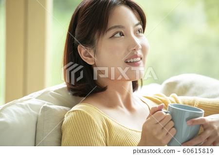 여자 커피 60615819