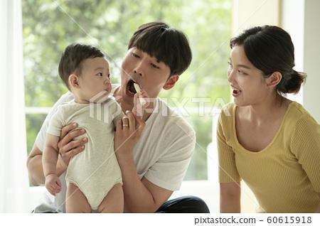 가족 엄마 아빠 유아 60615918