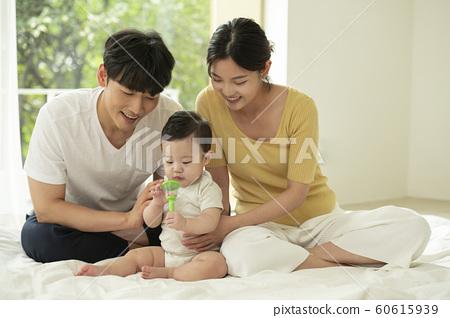 가족 엄마 아빠 유아 60615939