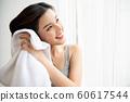 沐浴后的女性生活方式 60617544