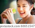 여성 라이프 스타일 식사 60651547