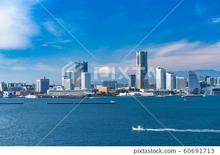 《神奈川縣》橫濱港未來和富士山的風景 60691713